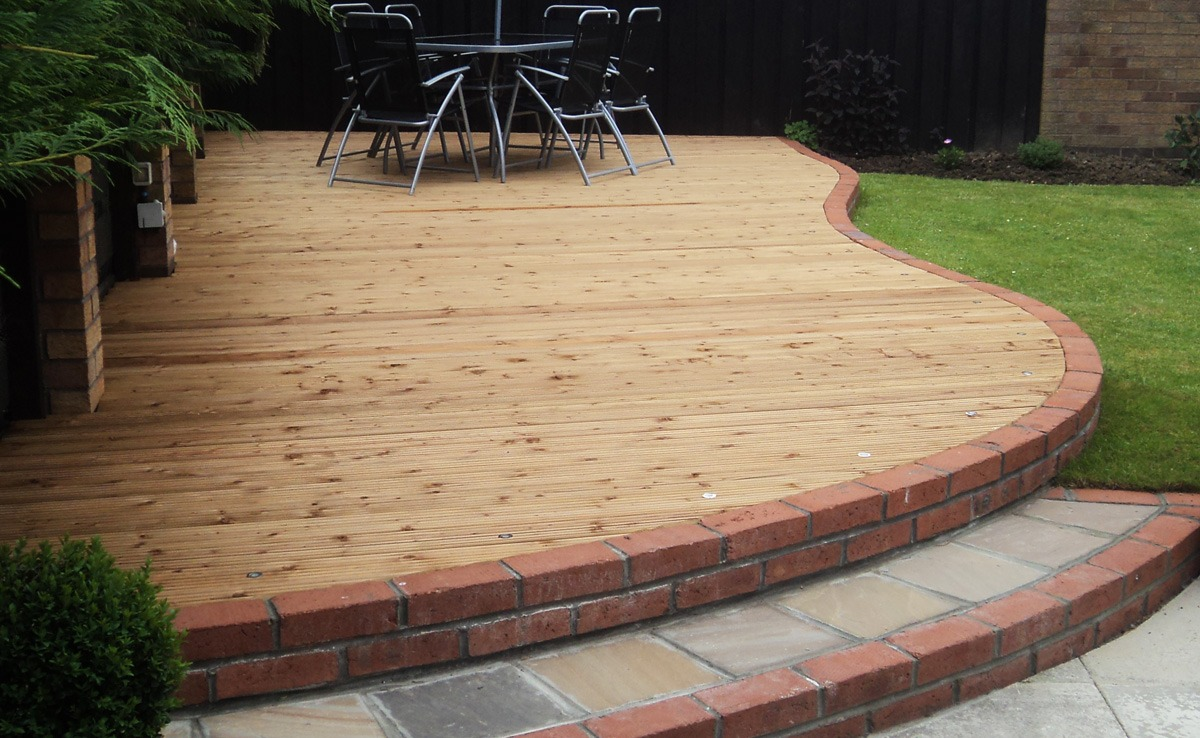 decking, turned, decking, cobbled edging, timber decking, cedarwood decking., cedarwood, decked area, decked, deck boards, landscape design, landscaping, landscape gardener, Green Onion landscaping, Stockton, Teesside, Darlington, Middlesbrough, County Durham,