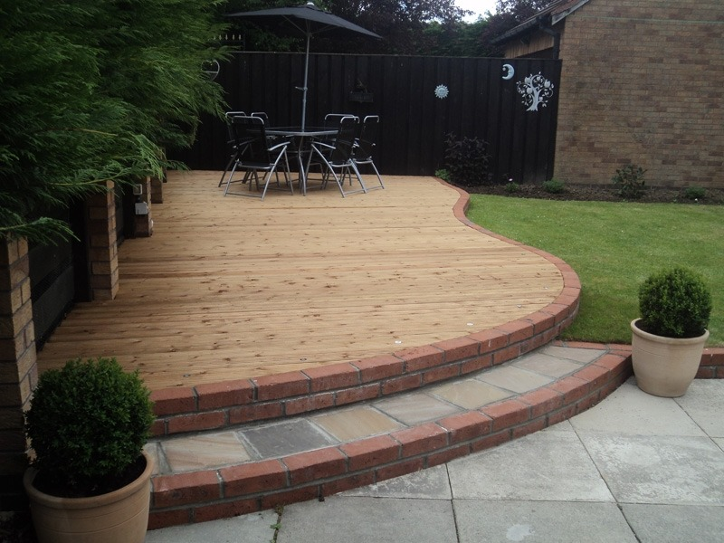 Curved Decking Green Onion Landscaping
