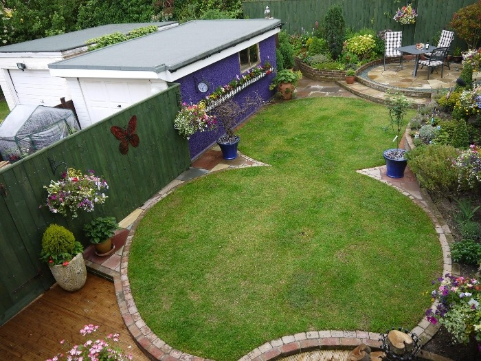 Green onion landscaping professional landscape gardeners for Funky garden designs