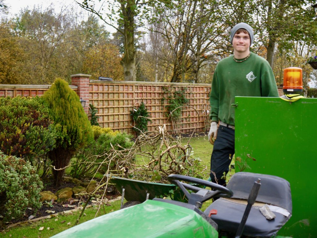 garden maintenance, garden tidy, garden clearance, landscaping, landscapers, Green Onion Landscaping, Stockton,Middlesbrough, Darlington, Teesside, hedge cutting, tree felling, weed removal, borders dug