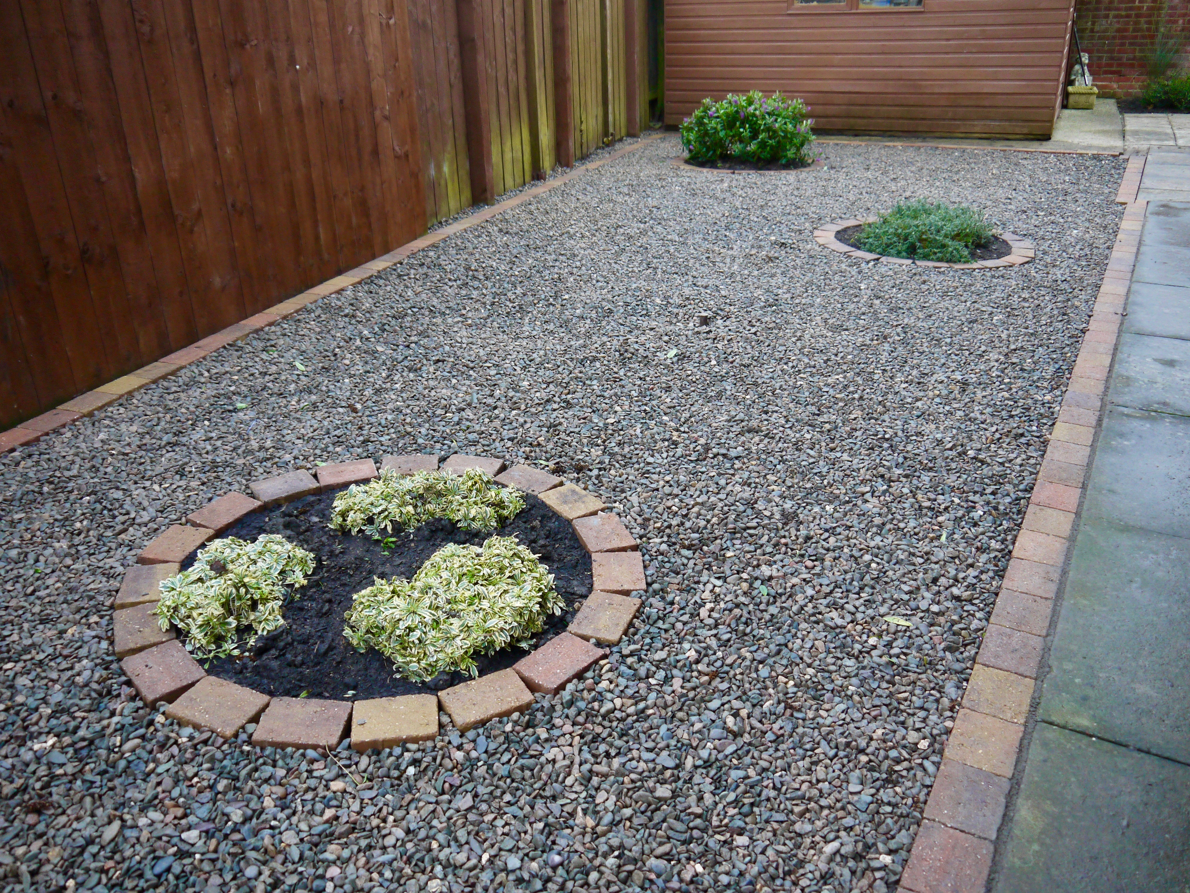Gravel driveway decorative low maintenance drive for Low maintenance gravel garden