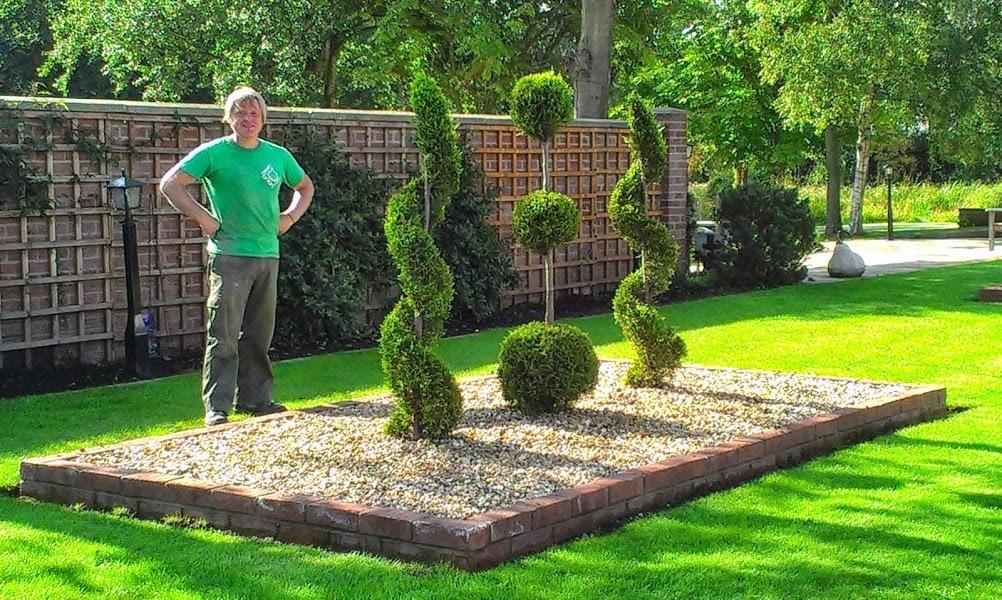 Garden Design, garden maintenance, Stockton-on-Tees, landscape gardeners, landscape design, Soft Landscaping, Garden maintenance, lawn mowing, hedge trimming, topiary shaping, garden tidy up,