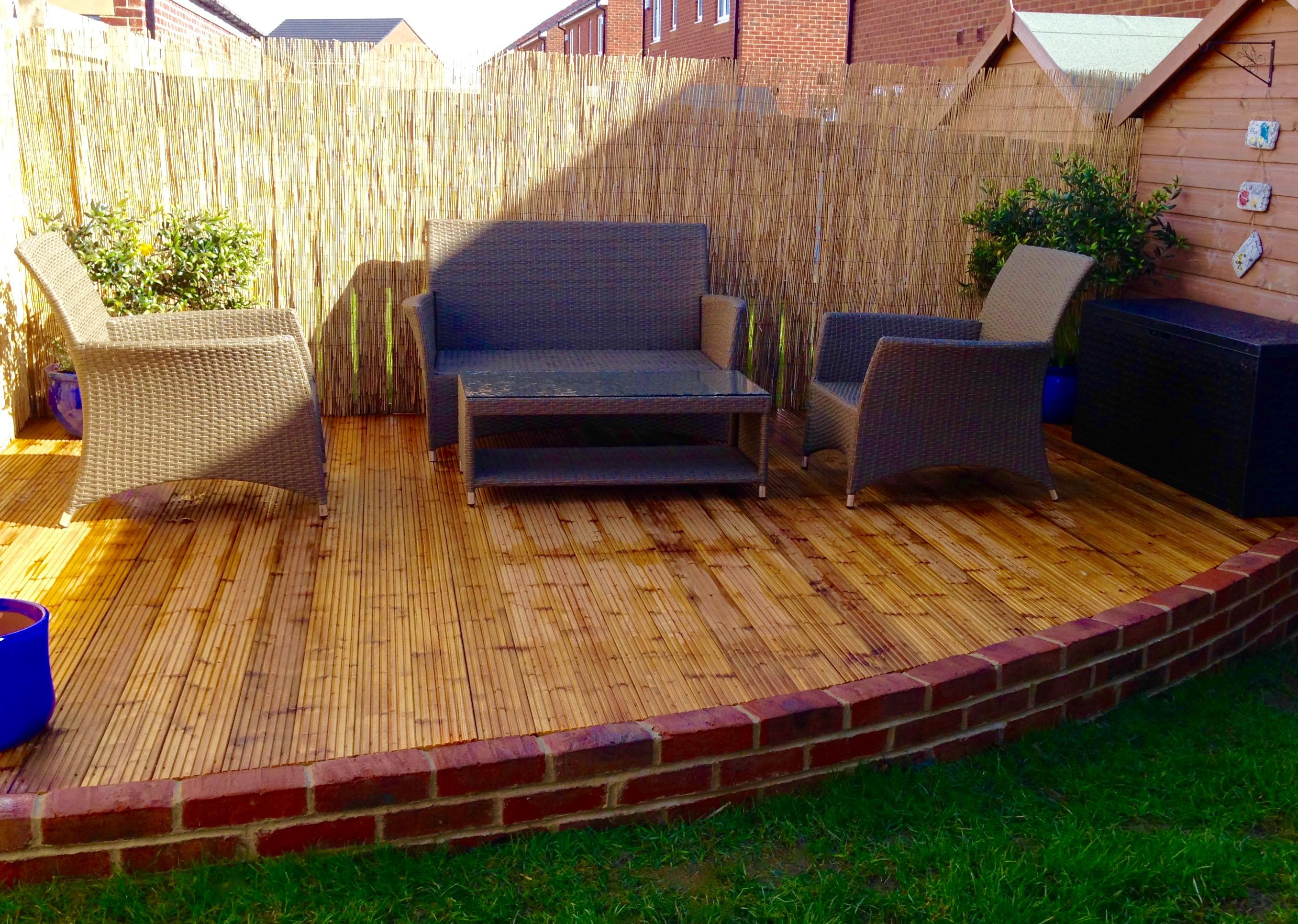 Curved-decking-Stockton-Hartburn-brick-wall-garden-design ...